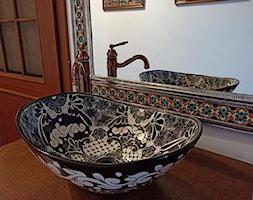 Lustro+i+umywalka+jako+element+ekspozycji+w+biurze+-+zdj%C4%99cie+od+Cerames