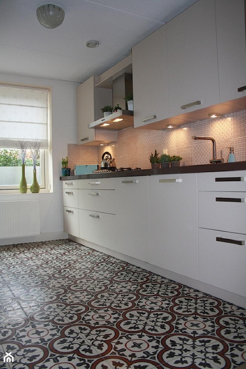 Płytki Cementowe W Kuchni Podłoga Zdjęcie Od Cerames