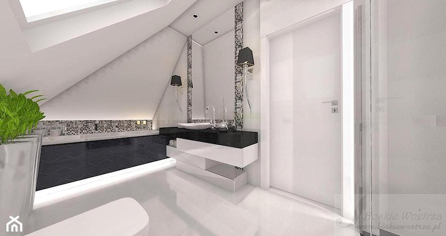 Dom W Stylu Glamour średnia Biała łazienka Na Poddaszu W