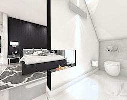 DOM W STYLU GLAMOUR - Średnia szara czarna sypialnia małżeńska na poddaszu z łazienką, styl glamour - zdjęcie od Boskie Wnetrza i Ty