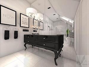 DOM Z OTWARTA ANTESOLĄ - Średnia biała łazienka na poddaszu w bloku w domu jednorodzinnym z oknem, styl vintage - zdjęcie od Boskie Wnetrza i Ty