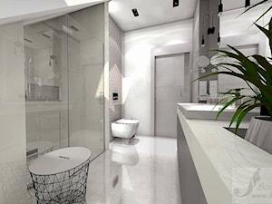 DOM W GŁOGOWIE - Duża biała łazienka na poddaszu w domu jednorodzinnym bez okna, styl glamour - zdjęcie od Boskie Wnetrza i Ty