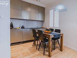 Nowoczesna Kuchnia, A W Niej Shutters JASNO - zdjęcie od PRESTIGE studio aranżacji okien