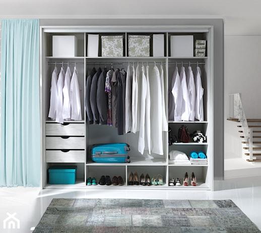 Akcesoria w zabudowie – jak przechowywać rzeczy w szafie i garderobie