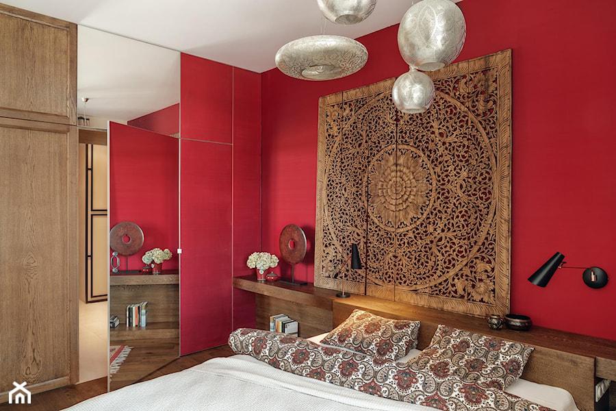 willa w Krakowie - Mała czerwona sypialnia małżeńska, styl eklektyczny - zdjęcie od double look design