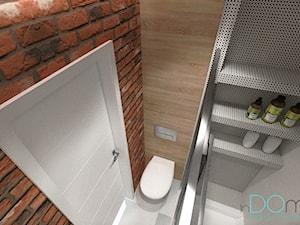 Mieszkanie dla singla - Mała szara łazienka na poddaszu w bloku w domu jednorodzinnym bez okna, styl nowoczesny - zdjęcie od INDOMDESIGN