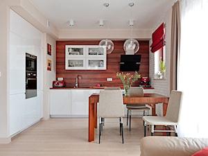 kuchnia w ciepłej kolorystyce - zdjęcie od Innerium Karolina Trojga
