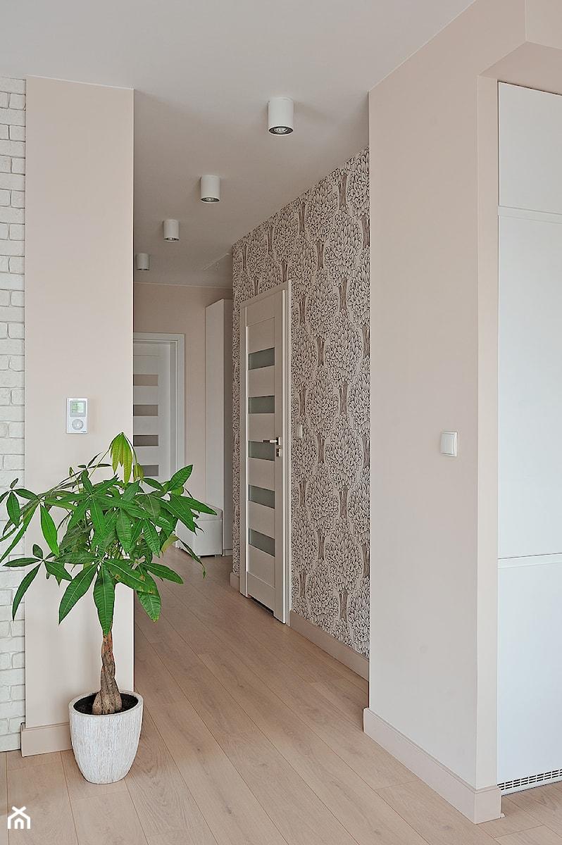 Mieszkanie w ciep ej kolorystyce redni hol przedpok j for 15 115 salon kosmetyczny opinie