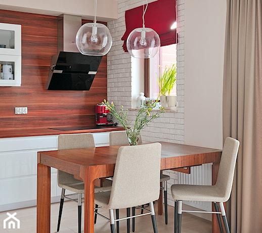 Mieszkanie w ciepłej kolorystyce  Kuchnia, styl  -> Kuchnia Weglowa Karolina