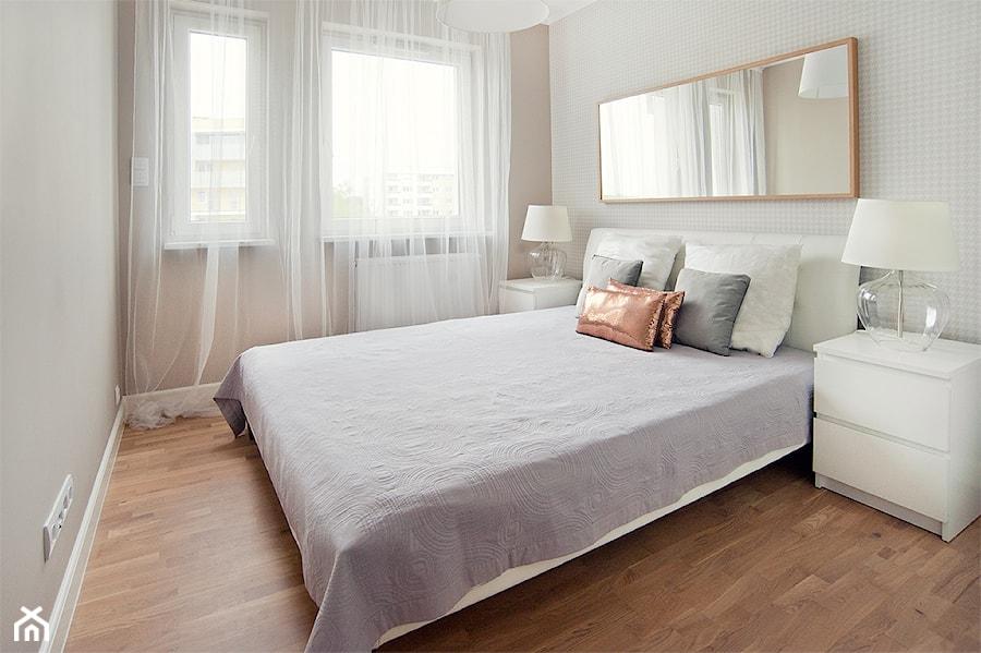 Mieszkanie do wynajęcia_Poznań - Średnia szara sypialnia, styl skandynawski - zdjęcie od re-ARCH Home Staging