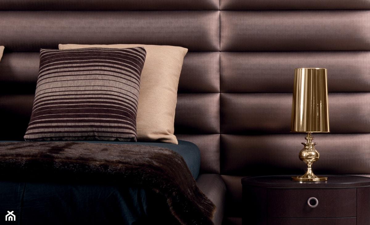 pikowany zagłówek łóżka w stylu glamour