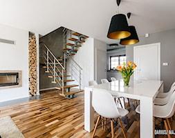 Zdjęcia Wnętrz i Nieruchomości - Mały szary biały czerwony salon z jadalnią - zdjęcie od Dariusz Majgier - Fotograf Wnętrz i Nieruchomości