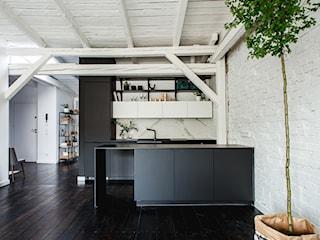 minimalistyczny loft w starej kamienicy