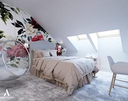 Metamorfoza domu w Mławie - Duży biały pokój dziecka dla dziewczynki dla ucznia dla nastolatka, styl nowojorski - zdjęcie od Aleksandra Wachowicz