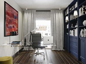 Projekt wnętrz w odcieniach beżu - Średnie beżowe białe biuro domowe w pokoju, styl nowojorski - zdjęcie od Aleksandra Wachowicz