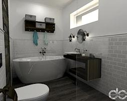 Projekt łazienki domu jednorodzinnego w Drogomyślu - Mała szara łazienka na poddaszu w bloku w domu jednorodzinnym z oknem, styl rustykalny - zdjęcie od dc creative design