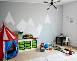 Dom w Rumi, 140m2 - Średni biały szary pokój dziecka dla chłopca dla ucznia dla malucha, styl skandynawski - zdjęcie od IDS projektowanie wnętrz - Homebook