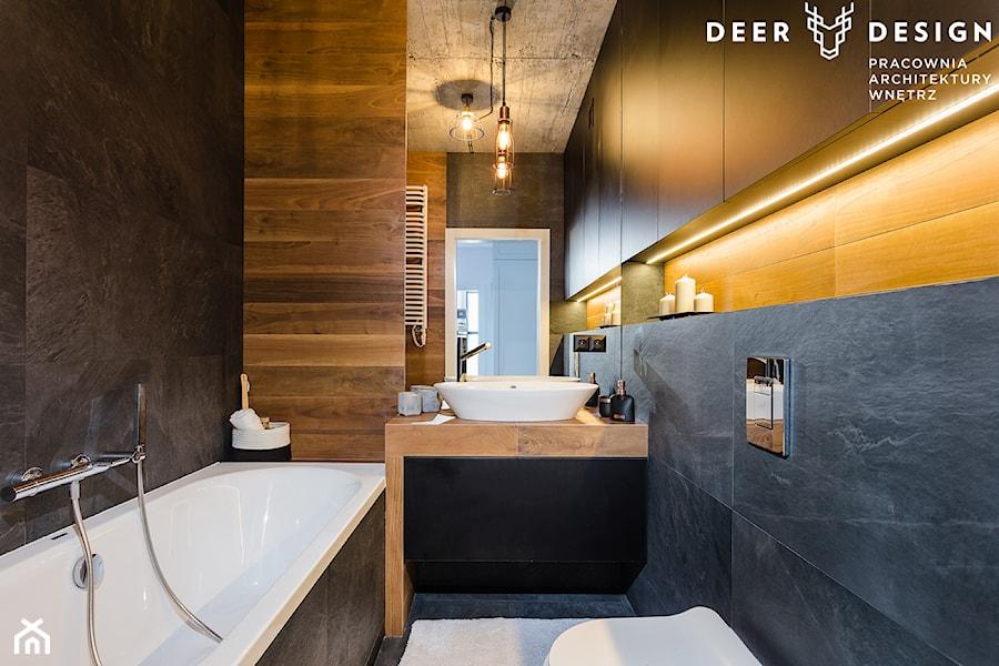 Niebanalne rozwiązania na Wilanowie - Mała czarna łazienka na poddaszu w bloku w domu jednorodzinnym bez okna, styl industrialny - zdjęcie od Deer Design