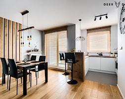 Przytulne mieszkanie w męskim wydaniu - Średnia otwarta szara jadalnia w kuchni w salonie, styl skandynawski - zdjęcie od Deer Design