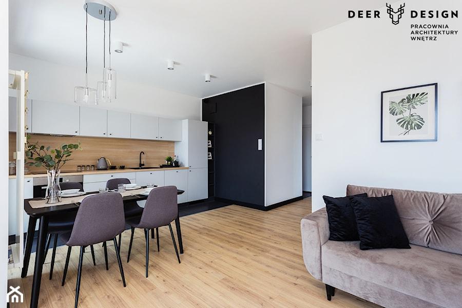 Prosta elegancja po prawej stronie Wisły - Mała otwarta biała czarna kuchnia jednorzędowa w aneksie z oknem, styl skandynawski - zdjęcie od Deer Design