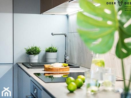 Aranżacje wnętrz - Kuchnia: Siła szarości - Kuchnia, styl minimalistyczny - Deer Design. Przeglądaj, dodawaj i zapisuj najlepsze zdjęcia, pomysły i inspiracje designerskie. W bazie mamy już prawie milion fotografii!