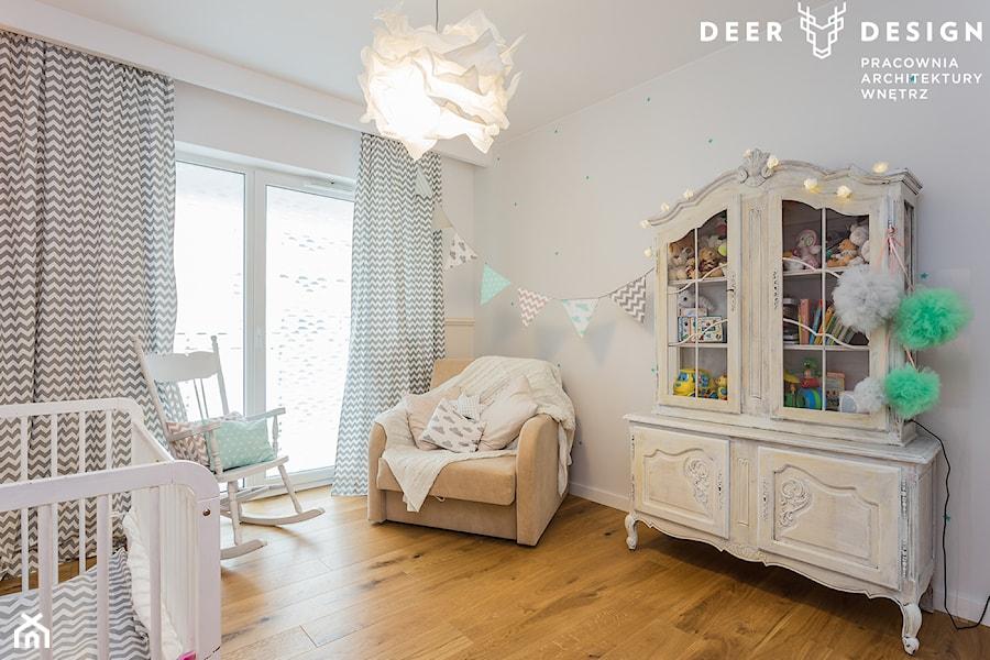 Aranżacje wnętrz - Pokój dziecka: Na Saskiej Kępie w stylu loftowym - Średni szary pokój dziecka dla chłopca dla dziewczynki dla niemowlaka, styl skandynawski - Deer Design. Przeglądaj, dodawaj i zapisuj najlepsze zdjęcia, pomysły i inspiracje designerskie. W bazie mamy już prawie milion fotografii!