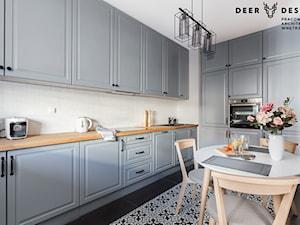 Wiosna, wiosna, wiosna ach to Ty... - Duża zamknięta biała kuchnia w kształcie litery l, styl skandynawski - zdjęcie od Deer Design