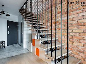 Industrialne wnętrze mieszkania dwupoziomowego