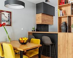 Przytulne mieszkanie w kolorach roku 2021 - Kuchnia, styl skandynawski - zdjęcie od Deer Design - Homebook