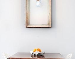 Mieszkanie 45m2 - Mała biała jadalnia, styl eklektyczny - zdjęcie od BIZZONARCH