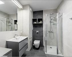 Fotografia wnętrz - Mała czarna szara łazienka w bloku w domu jednorodzinnym bez okna, styl nowocze ... - zdjęcie od trzykolory.com.pl - Homebook