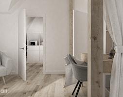 dom 200m2 - Średnia szara sypialnia małżeńska na poddaszu, styl minimalistyczny - zdjęcie od maii. architektura wnętrz