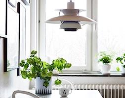 Studio - Kawalerka white mirror gloss - Mała otwarta biała jadalnia, styl minimalistyczny - zdjęcie od Emilia Forgiel