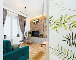 Urban Jungle - mieszkanie na wynajem krótkoterminowy - Średni biały salon, styl skandynawski - zdjęcie od studio hex