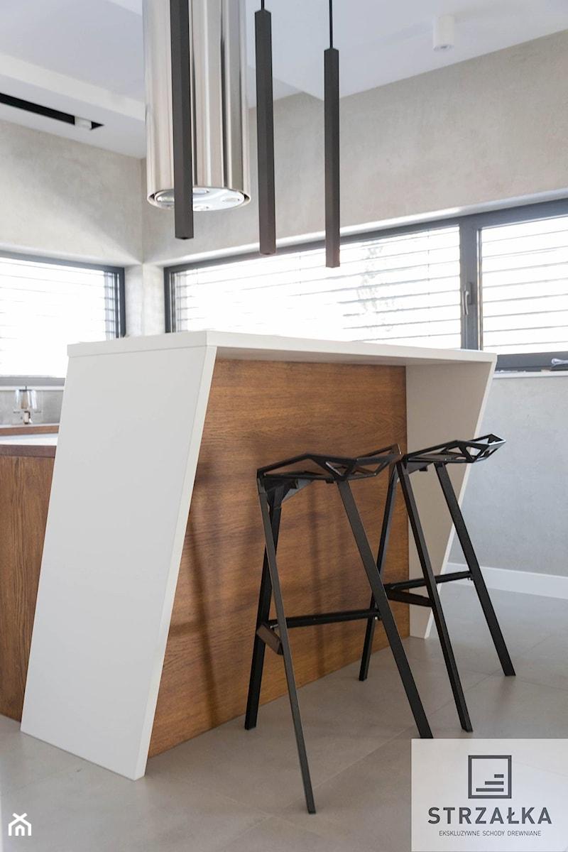 Kuchnia Biała Nowoczesna Zdjęcie Od Ekskluzywne Schody Drewniane