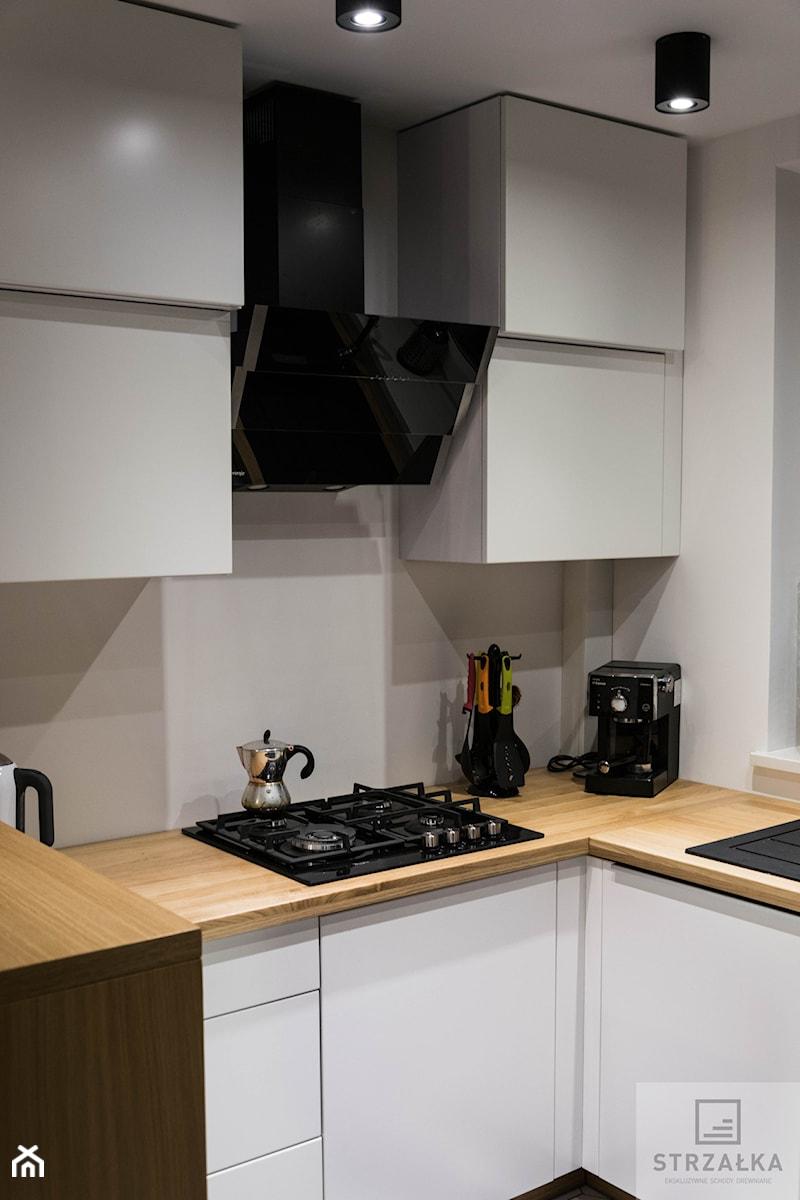 Kuchnia Biało Czarna Zdjęcie Od Ekskluzywne Schody Drewniane