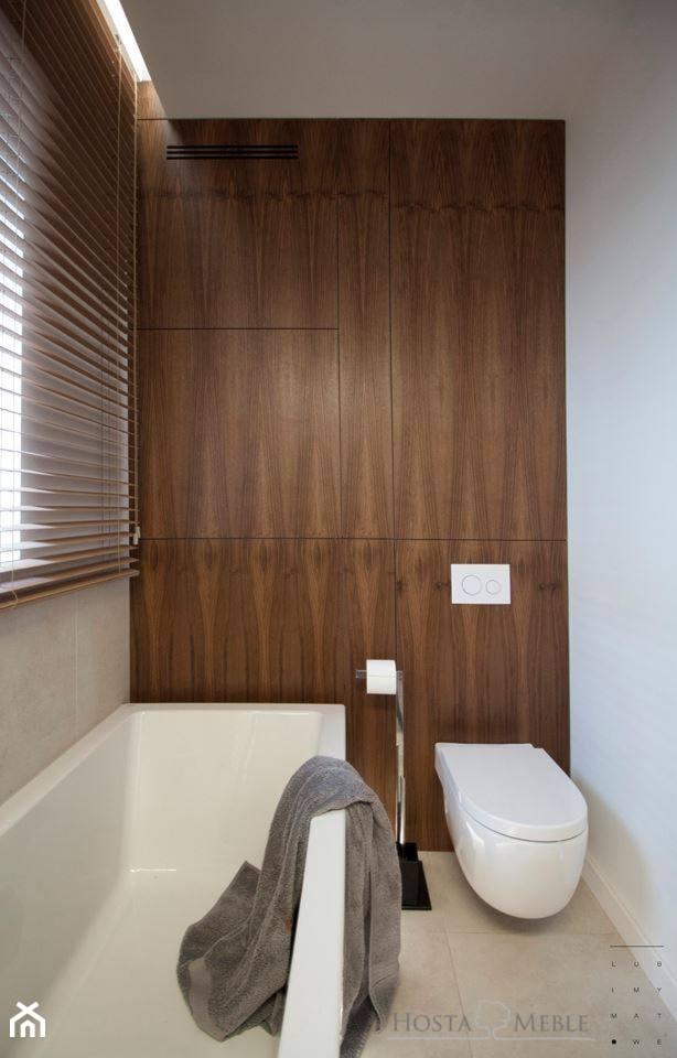 Realizacje - Mała biała szara łazienka w bloku w domu jednorodzinnym z oknem, styl nowoczesny - zdjęcie od HOSTA MEBLE