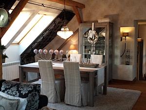 Mieszkanie na poddaszu - Średnia otwarta biała jadalnia w salonie - zdjęcie od HOSTA MEBLE