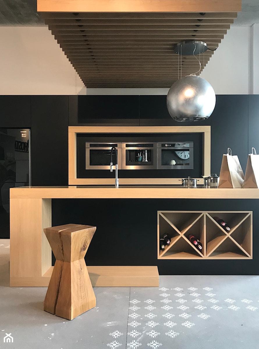 Realizacje - Średnia otwarta czarna kuchnia dwurzędowa w aneksie, styl nowoczesny - zdjęcie od HOSTA MEBLE