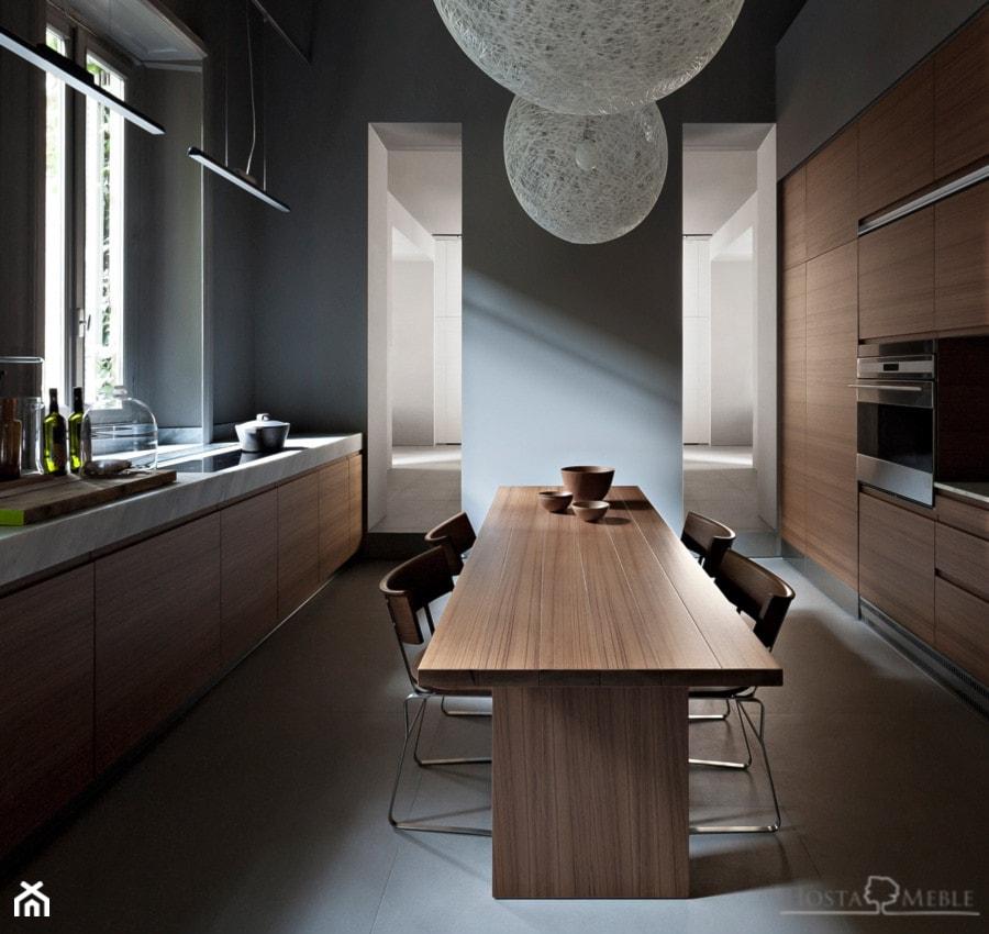 Realizacje - Średnia otwarta biała szara kuchnia dwurzędowa z oknem, styl nowoczesny - zdjęcie od HOSTA MEBLE