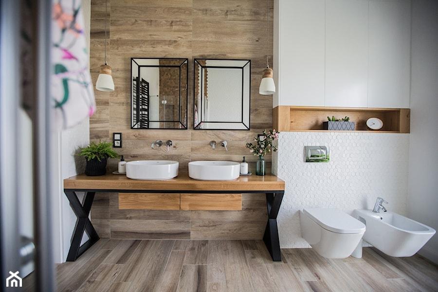 Zielono Mi Duża Biała Beżowa łazienka W Domu