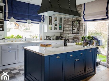 Aranżacje wnętrz - Kuchnia: Blue - Kuchnia, styl tradycyjny - Izabela Śmigórska - projektowanie wnętrz. Przeglądaj, dodawaj i zapisuj najlepsze zdjęcia, pomysły i inspiracje designerskie. W bazie mamy już prawie milion fotografii!