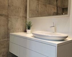 Mieszkanie dwupoziomowe - Szczecin Gumieńce - Średnia biała łazienka, styl minimalistyczny - zdjęcie od Anna Górska 5