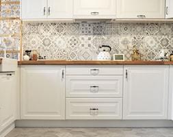 Kuchnia rustykalna - Średnia otwarta szara kuchnia w kształcie litery l, styl skandynawski - zdjęcie od rebelle.concept - Homebook