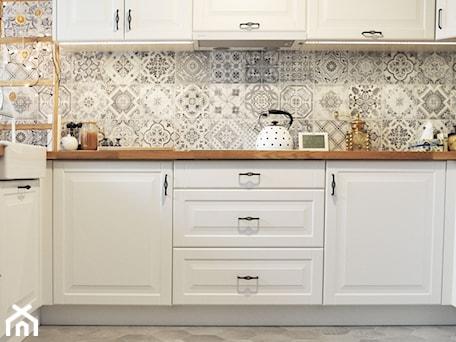 Aranżacje wnętrz - Kuchnia: Kuchnia rustykalna - Średnia otwarta szara kuchnia w kształcie litery l, styl skandynawski - rebelle.concept. Przeglądaj, dodawaj i zapisuj najlepsze zdjęcia, pomysły i inspiracje designerskie. W bazie mamy już prawie milion fotografii!