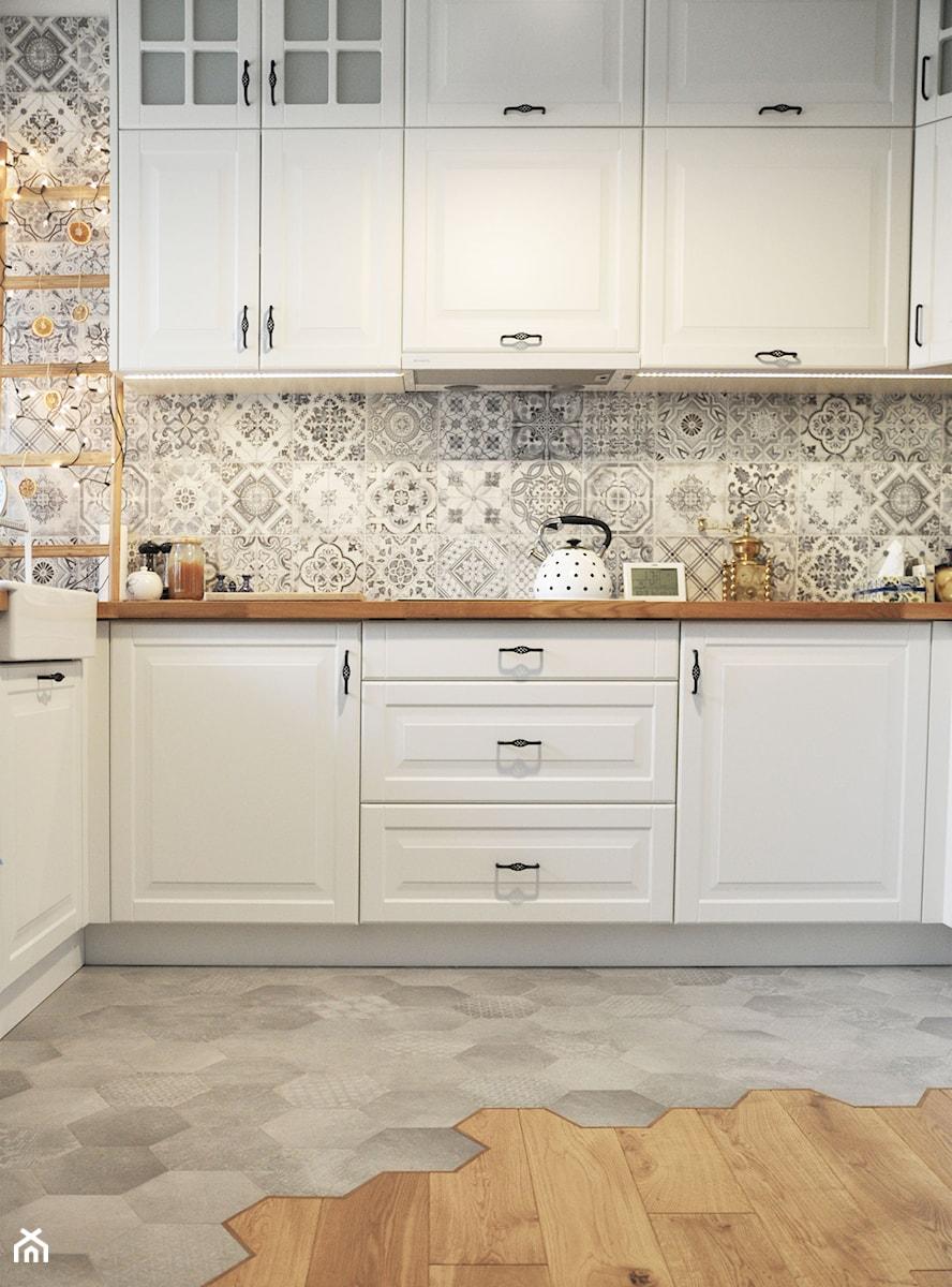 Kuchnia rustykalna - Średnia otwarta szara kuchnia w kształcie litery l, styl skandynawski - zdjęcie od rebelle.concept