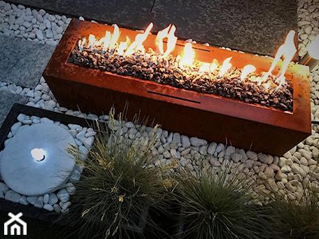 Aranżacje wnętrz - Taras: Palenisko gazowe Galio Corten Planika - PLEJADYmix - www.plejadymix.pl. Przeglądaj, dodawaj i zapisuj najlepsze zdjęcia, pomysły i inspiracje designerskie. W bazie mamy już prawie milion fotografii!