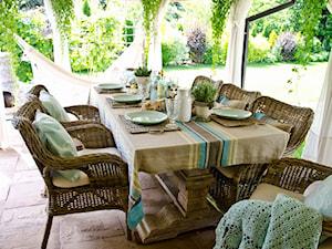 Mebel rattanowy - idealny do salonu i na taras.