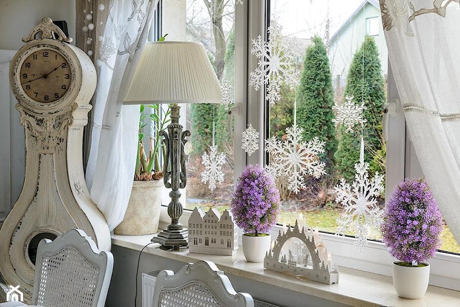 Aranżacje wnętrz - Jadalnia: dekoracja bożonarodzeniowa - BelleMaison. Przeglądaj, dodawaj i zapisuj najlepsze zdjęcia, pomysły i inspiracje designerskie. W bazie mamy już prawie milion fotografii!