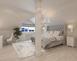 PRZESTRONNY DOM W STYLU HAMPTON - Duża biała szara sypialnia małżeńska na poddaszu, styl klasyczny - zdjęcie od VIVINO Studio